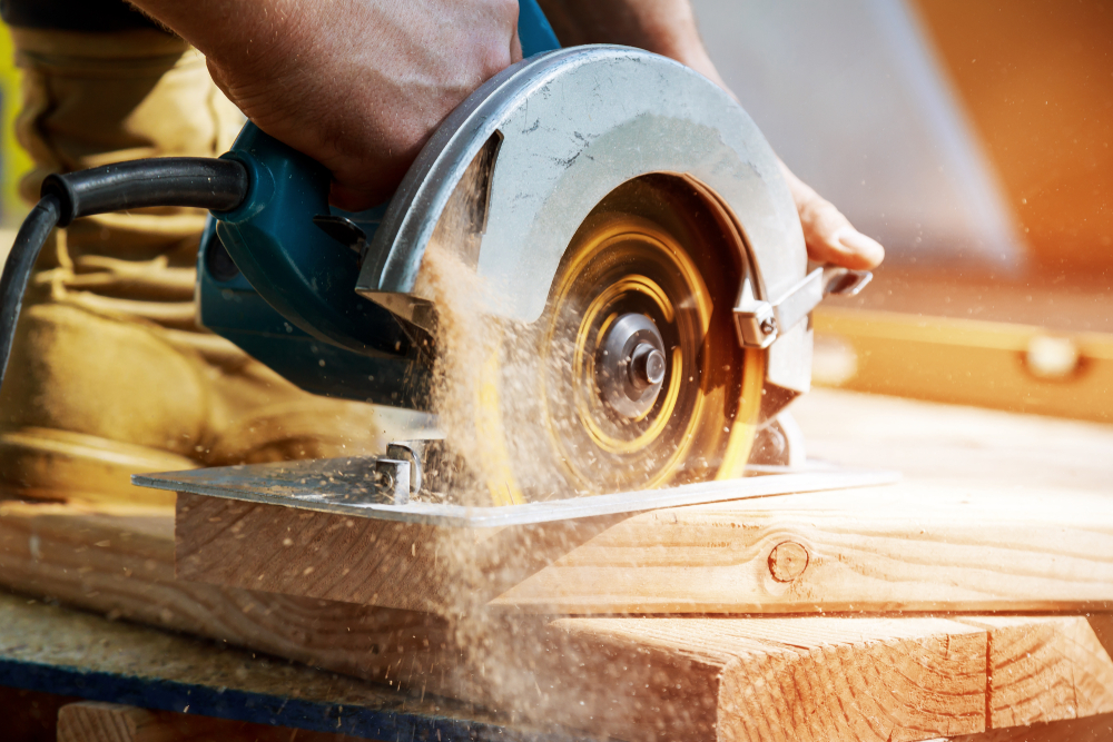 Cutting a Straight Line With Circular Saw
